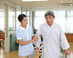 女性介護士が働く現場